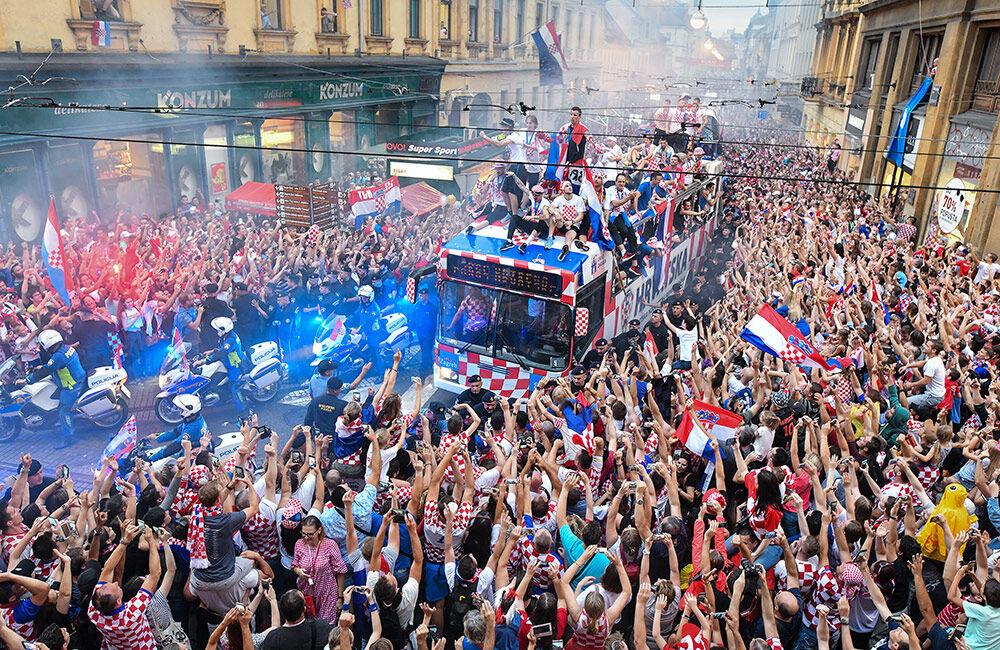 足球――克罗地亚人民迎接英雄凯旋