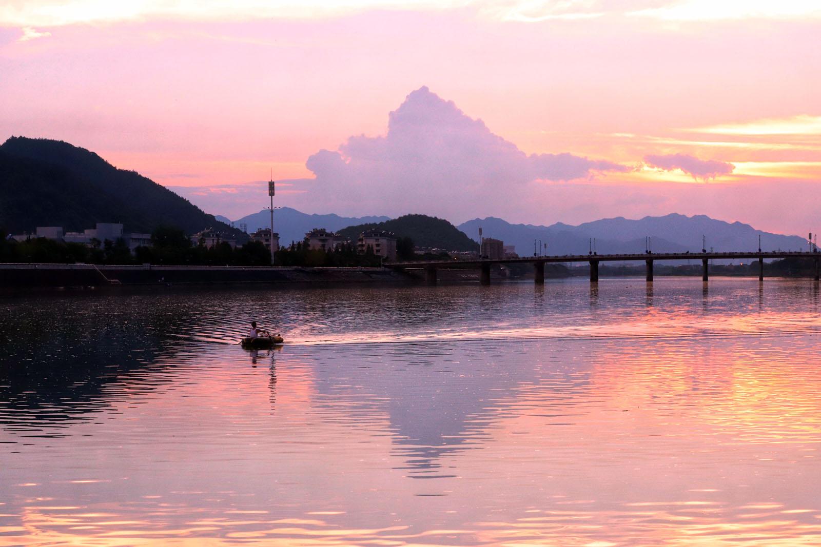 夕阳下的常山港,真的美呆了