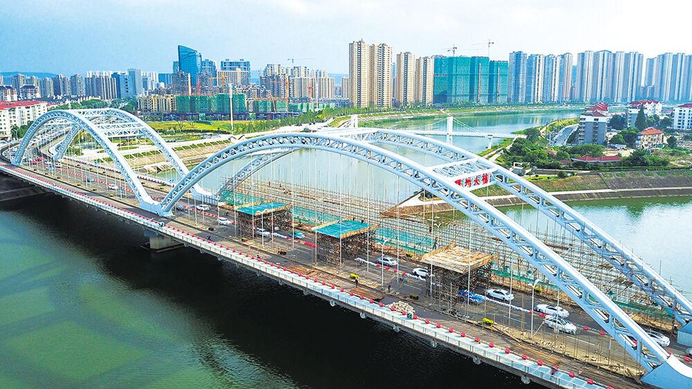 嵊州大桥进行涂装亮化改造
