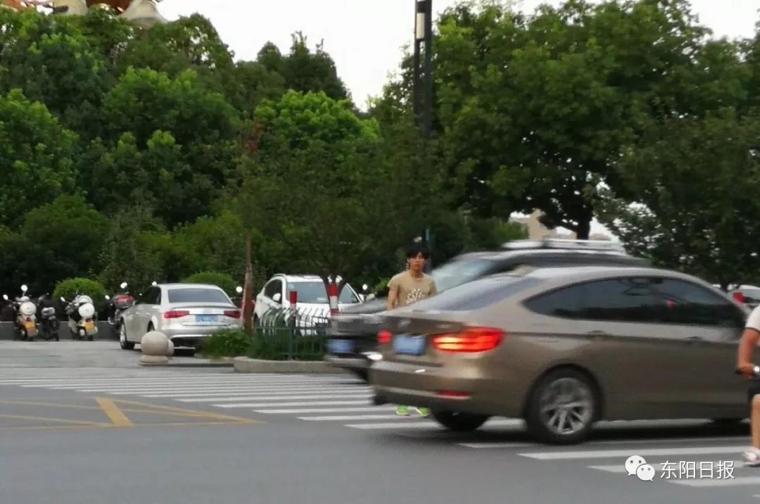 浙G83…浙G55…车主注意!你们斑马线前未礼让行人被曝光啦