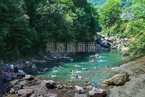 城乡河道夏日避暑的天然游泳场