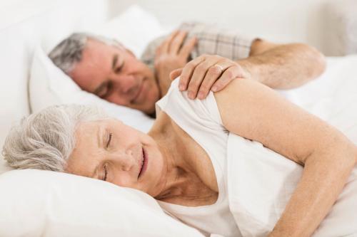 揭秘老人保养的黄金时间 好睡眠不必追求早起