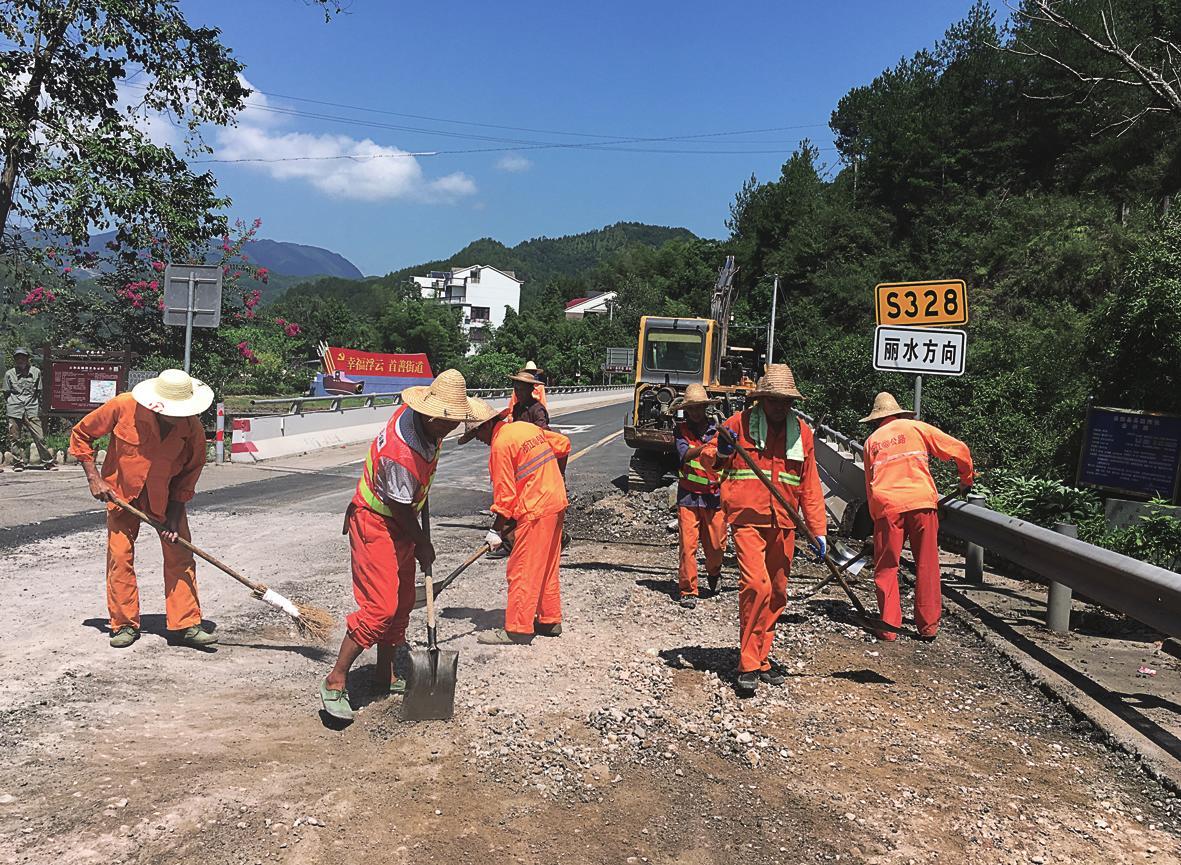工人在施工