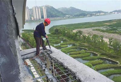 玉环经济开发区:拆除违建阳台 打造和谐家园