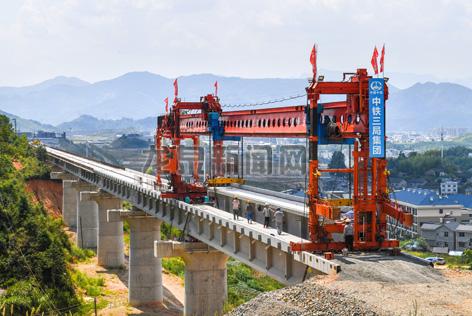 衢宁铁路龙泉段张山岙特大桥路段架梁铺架工程顺利完成