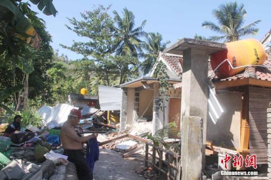 印尼又发6.9级强震引发火灾