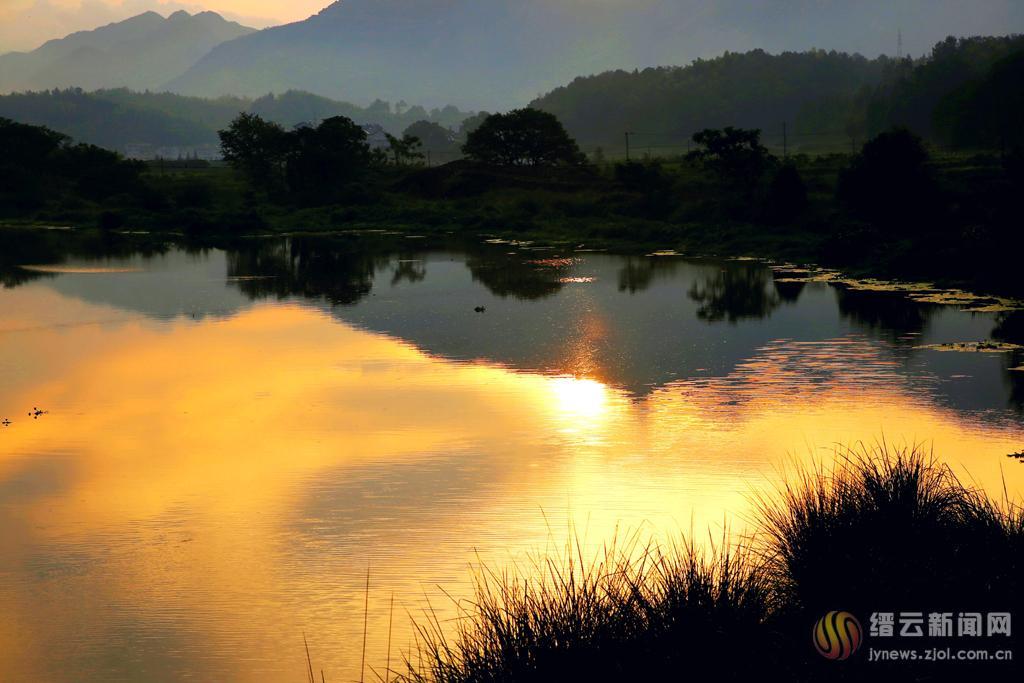 水中观日出
