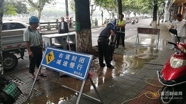 溪滨南路水管爆裂 部分用户供水受到影响