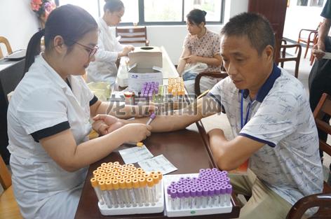 浙江省荣军医院联合市民政局为我市115名退役军人免费提供医疗巡检服务