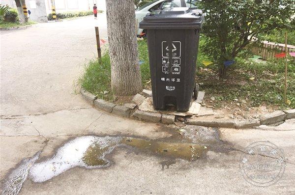 """路面污水横流拉低城市""""颜值"""""""
