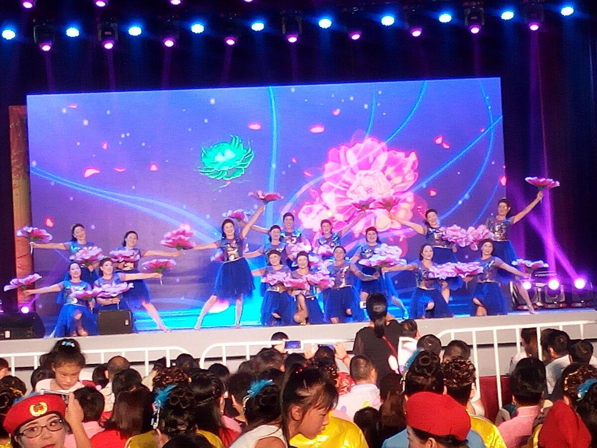 仙岩村嫂舞蹈队舞进三界赛区