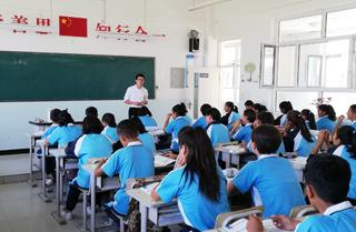 援疆教师开启支教第一课