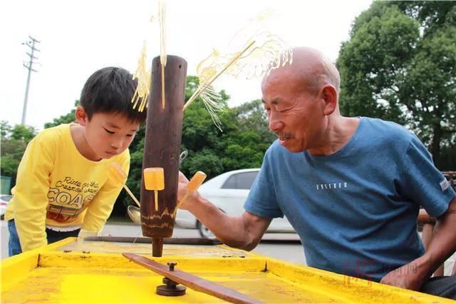 """66岁的他是常山县城风靡一时的""""甜蜜教主"""",那熟悉的味道你有多久没尝过了?"""