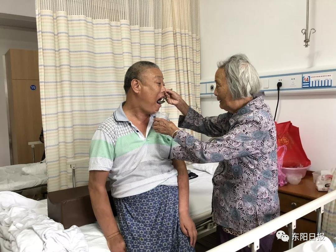 """""""活多久照顾多久"""",东阳这位老母亲悉心照顾痴呆儿50多年"""