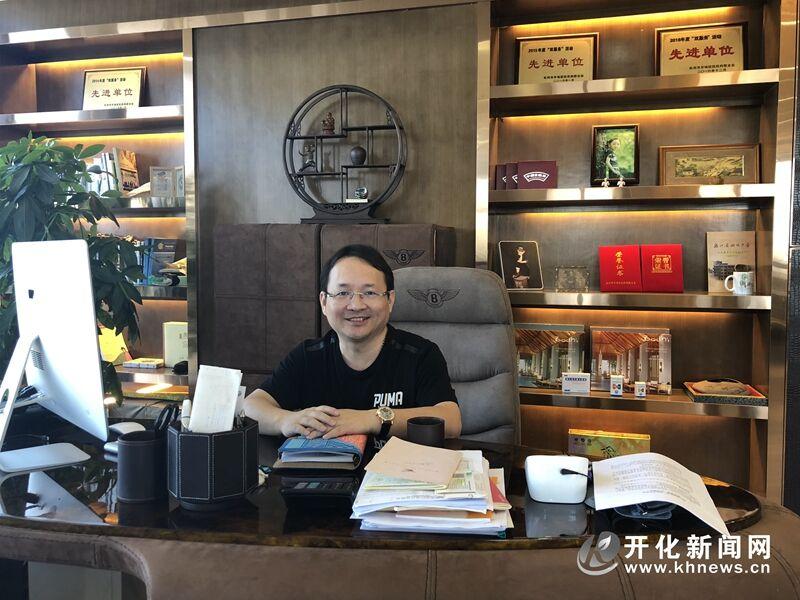 张鸿鹰:搏击商海 回乡创业