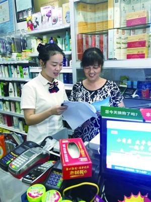 工商银行衢江支行开展反假币知识宣传活动