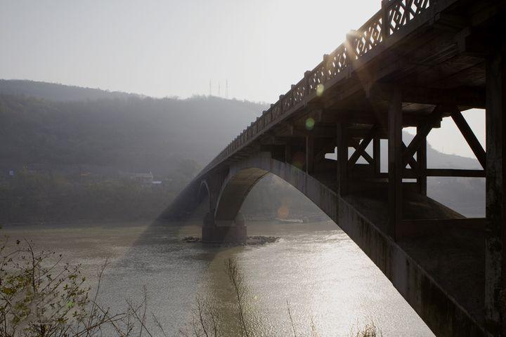 我市对清风桥实行全封闭施工