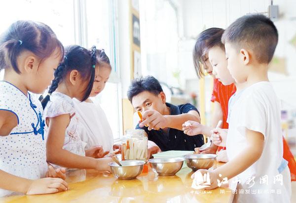 家长助教促共育
