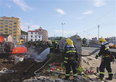 施工不慎挖破管道致燃气外泄 多部门联合行动迅速排除险情