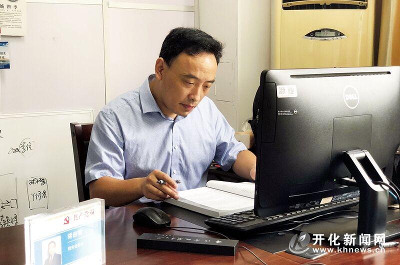 胡吉明:电化学腐?#20174;?#38450;护领域的领军人物
