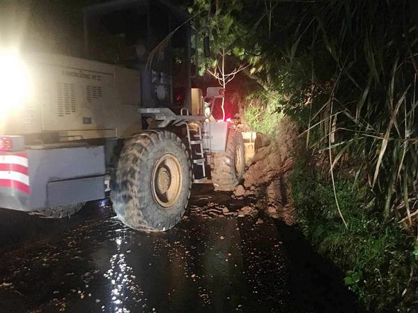 玉环公路:连夜清理县道多处塌方