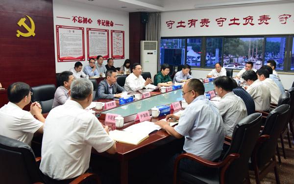 蔡永波在市国土资源局、市财政局调研