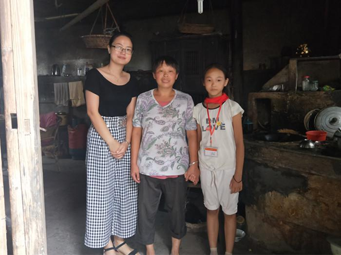 情暖贫困生,家访在行动――谷来镇中心小学贫困生家访活动