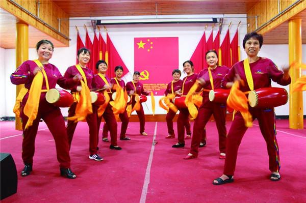 腰鼓队喜迎老年节