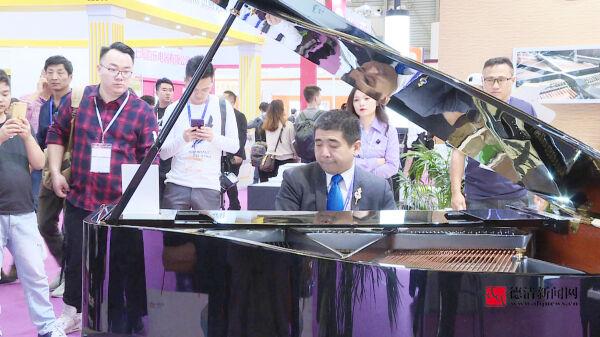 洛舍钢琴亮相上海国际乐器展