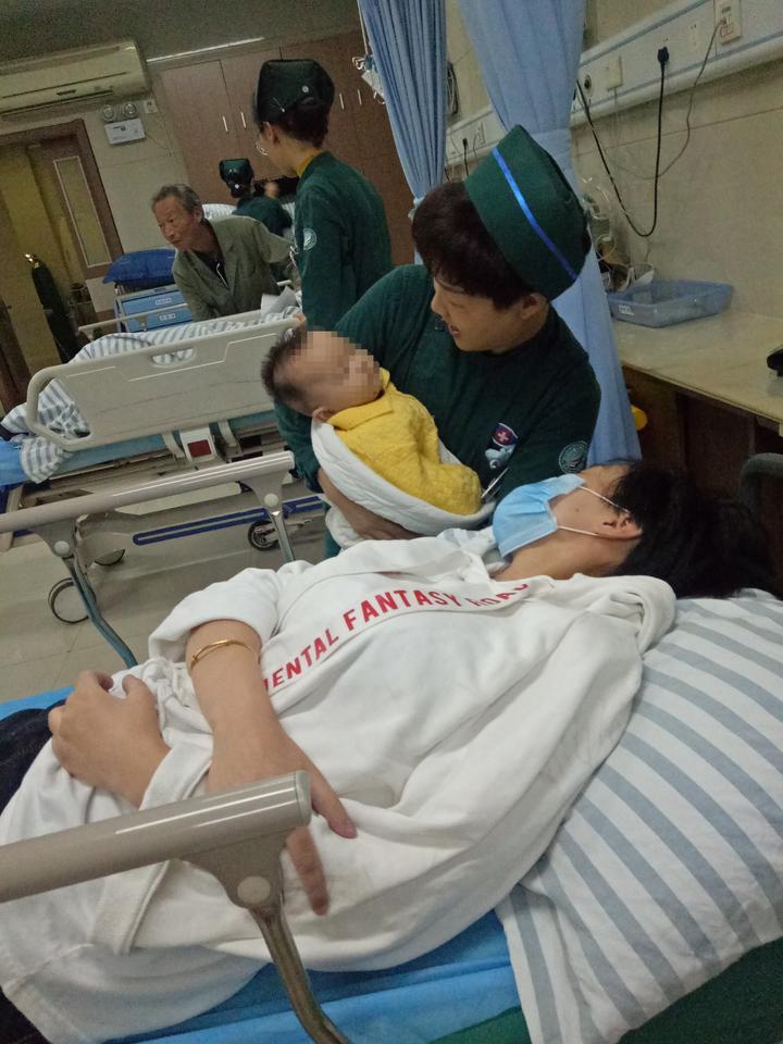"""年轻妈妈遭遇车祸孩子无人看管,衢州医护接力做""""代理爸妈"""""""
