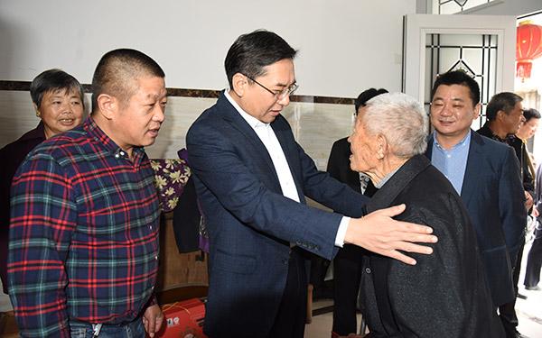 市领导开展老人节走访慰问活动