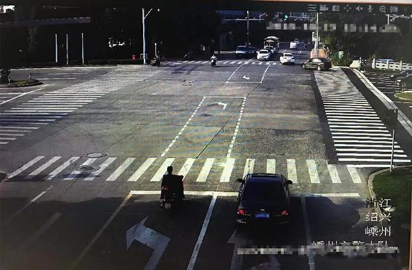 经盛路(前杨)路口标线变更