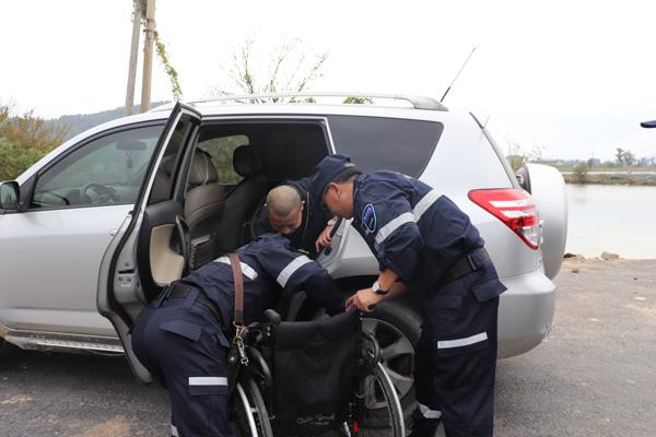 市残联、海韵救援队携残疾人游览海山