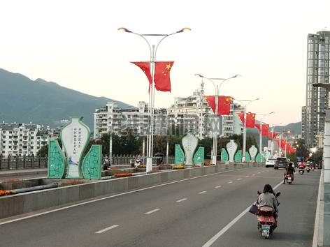 """市建设局为""""世界青瓷大会・中国陶瓷艺术大展""""布置标识营造氛围"""