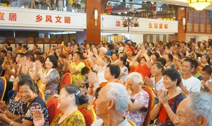 在杨林,有个老百姓最愿意扎堆的地方,是什么让他们笑声不断?