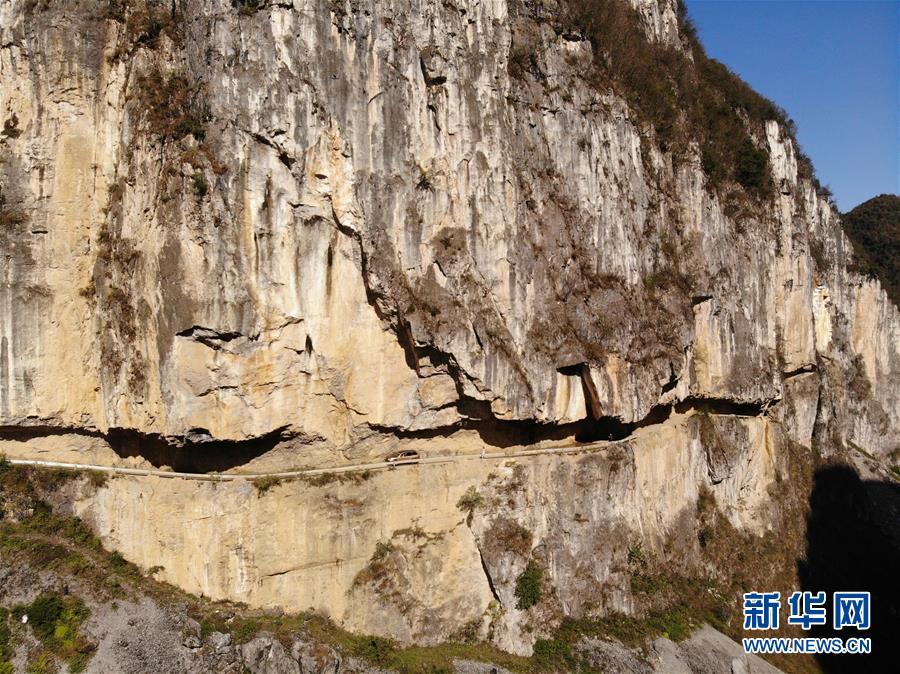 悬崖上的脱贫路