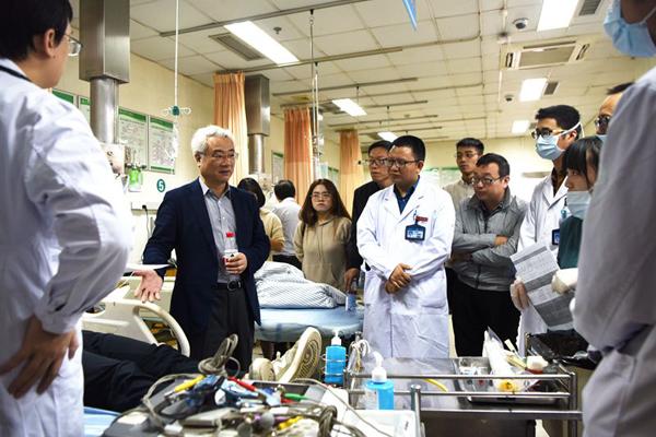 市人民医院举行胸痛中心网络医院、120急救指挥中心签约仪式