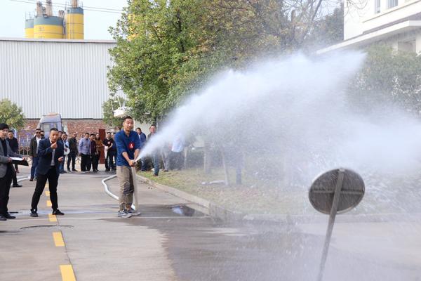 """苦练基本功 牢固""""防火墙"""" 市水务集团举行消防技能大赛"""
