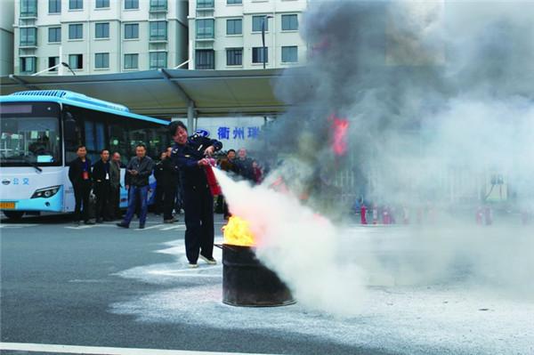 县交通运输局进行消防、客运突发事件防控应急演练