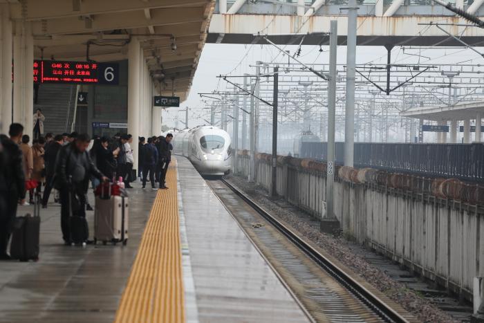 """乘坐""""南孔圣地 衢州有礼""""号高铁是种什么样的感觉?"""