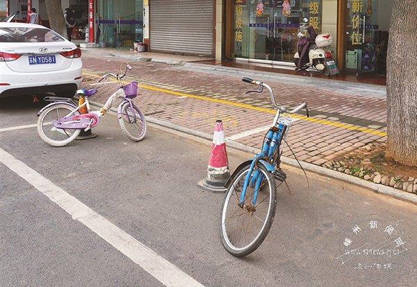 """公共停车位被""""私占"""""""
