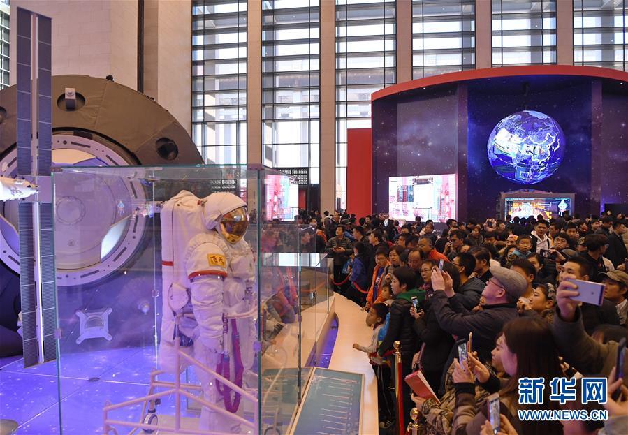 """""""伟大的变革――庆祝改革开放40周年大型展览""""人气旺"""