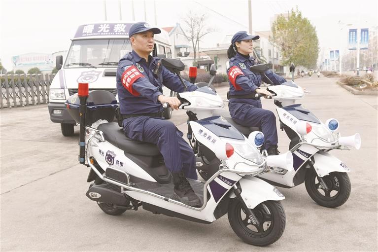 志愿者巡骑车亮相街头