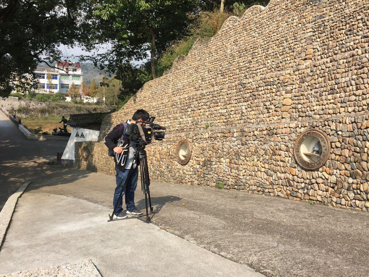 """嵊州市电视台到金兰拍摄,宣传金兰村""""三治融合""""建设"""