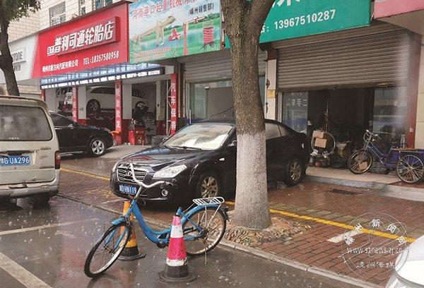 今日直击――时隔多日 公共停车位依然被霸占