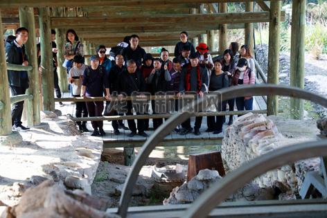 中国陶瓷艺术中青年传承人高级研修班学员到我市开展现场教学。