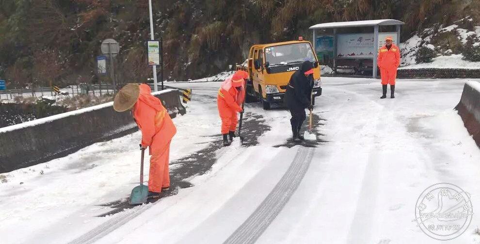 风雪突袭致部分路段结冰
