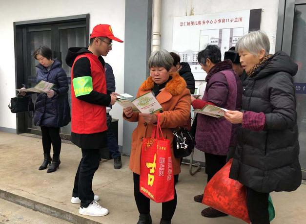 崇仁镇团委开展垃圾分类宣传志愿活动