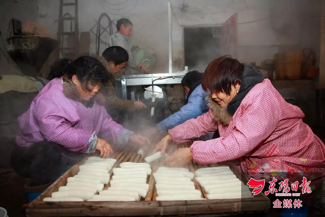 东阳人爱吃的年糕这样做,一大早就有人排队