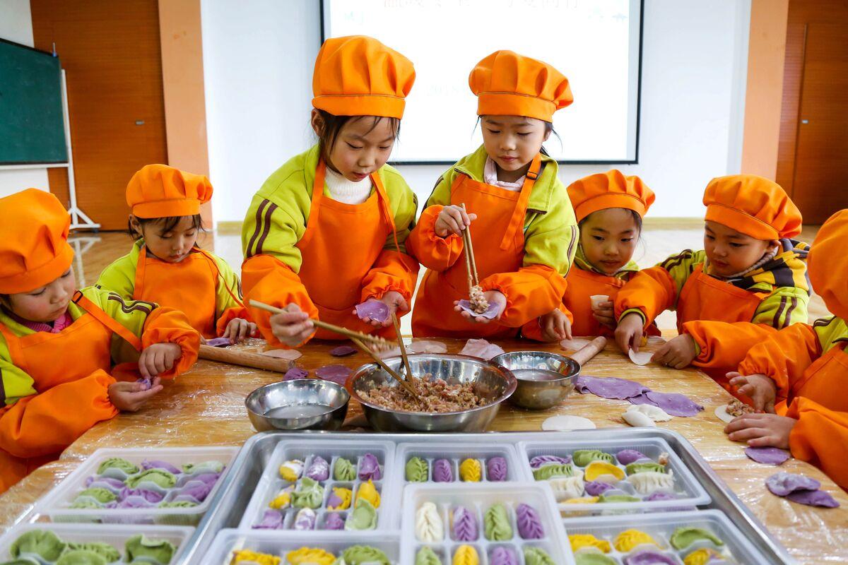 长桥幼儿园:五彩饺子 情暖冬至(图)